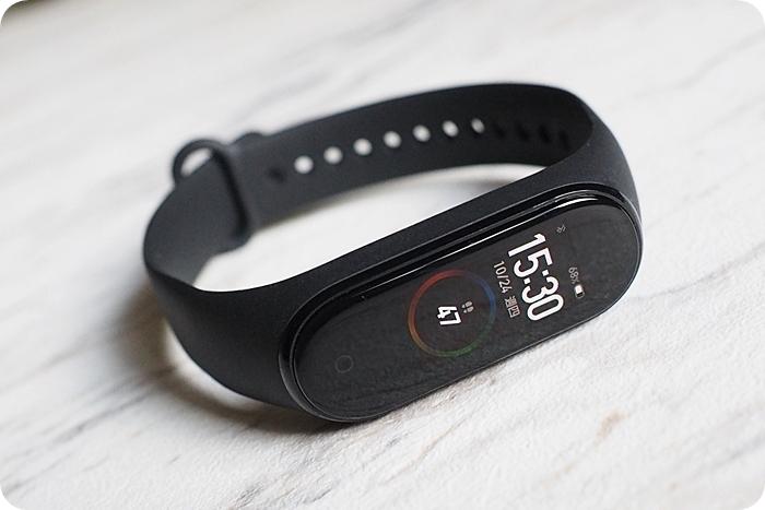 一隻高級計步器,小米手環4,使用一年心得 @捲爸尋錶記